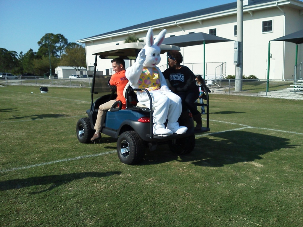 2013-Easter-Bunny-on-golf-cart-pic1-1024x769